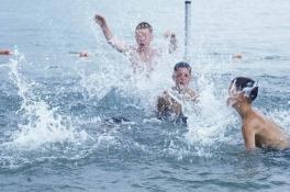 Negatief zwemadvies voor 16 zwemplekken aan de Maas