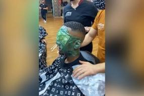55 miljoen mensen zien bizar filmpje waarin kapper Renaz een compleet gezicht harst