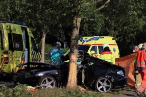 Automobiliste (21) omgekomen na botsing tegen boom in Overloon