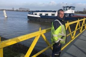 Boten botsen op de Maas: 'Het eten was net klaar'