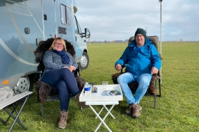 Campings stromen nu al vol met mensen die écht toe zijn aan vakantie