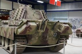 Duitse Phanter die op transport moet naar het Oorlogsmuseum Overloon 'staat met pech langs de weg'