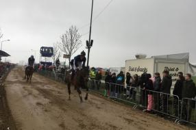 Gijs Snijders is voor de derde keer koning Metworstrennen in Boxmeer