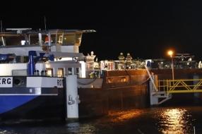 Twee schepen botsen op elkaar in sluis bij Sambeek