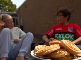 'Geen cent te makken maar wel gezellig', veld bij buurthuis verandert in camping voor minima
